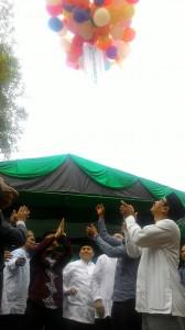 Pelepasan balon sebagai tanda peresmian dayah oleh Bupati Aceh Besar, Pejabat Kanwil Kemenag Aceh, Tokoh Masyarakat dan Pengurus Dayah Insan Qur'ani (Foto: Supri Ariu   LGco)