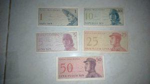Uang edisi tahun lama koleksi Yuliani Fitri (Foto: Ist)