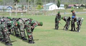 Yonif Satria Musara Gelar Latihan Senam Senjata