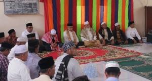 Tak Berbarengan, Gubernur dan Wagub Hadiri Haul Abu di Lheeu