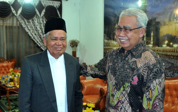 DR. Mahmud Ibrahim dan dr. Zaini badullah. (LGco_Khalis)