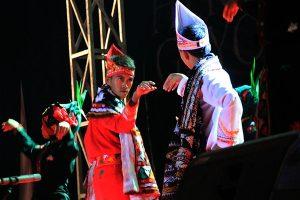 Icon saat menarikan tari Guru Didong pada pagelaran Gayo Art Summit di Banda Aceh (Foto: Ist)