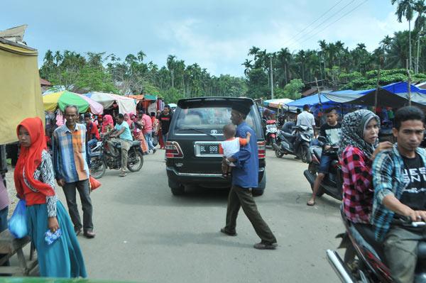 Pasar Simpang Rambong di lintasan jalan KKA. (LGco_Khalis)