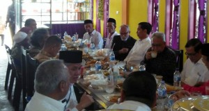 Jokowi Soft Launching Buku Karya Khalisuddin dan Murizal Hamzah