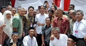 [Foto] Temu Kangen Jokowi dengan Para Sahabat di Gayo