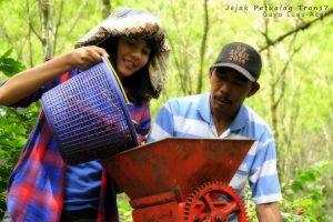 Foto: Tim Jejak Petualang saat mengunjungi kebun kopi Gayo di Pantan Cuaca (dok. Diansyah)
