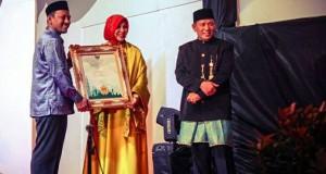 IKAT Aceh Raih Madani Award Tahun 2016