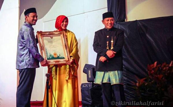 IKAT-raih-Award-3