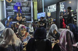 Suasana Live musik di Warkop Pangmoed Medan (Ist)