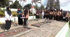 Ratusan Siswa SMA Wisata Ziarah ke Makam Pahlawan Takengon