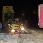 [foto] Pembuangan Sampah 'Dini Hari' di TPA Uwer Tetemi