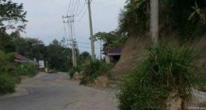 Tiang Listrik di Jalan Takbir Nyaris Tumbang, Rekanan Diminta Segera Perbaiki