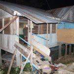 Ekses Gempa, Warga Gelumpang Payung Shalat Berjamaah di Masjid Darurat