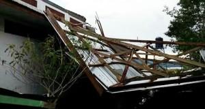 Atap Kantor Dekan Pertanian UGP Rusak Tertiup Angin Kencang