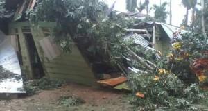Angin Kencang, 1 Rumah di Penaron Ambruk