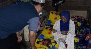 Saat Nek Renim Terima Amplop Muzakki IKAT Aceh