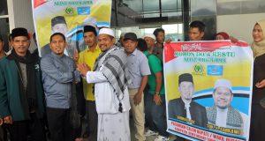[foto] Penyambutan Ahmadi di Bandara Rembele