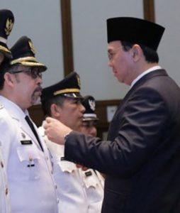 Irmansyah saat dilantik Ahok sebagai Wakil Walikota Jakarta Selatan