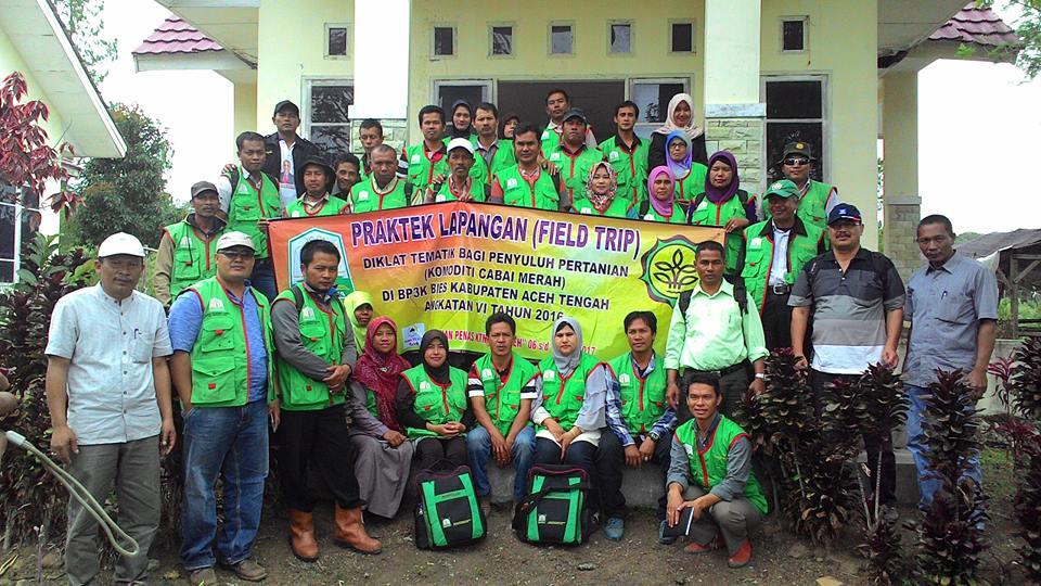 Peserta Praktek Lapang di depan Aula BP3K Linge