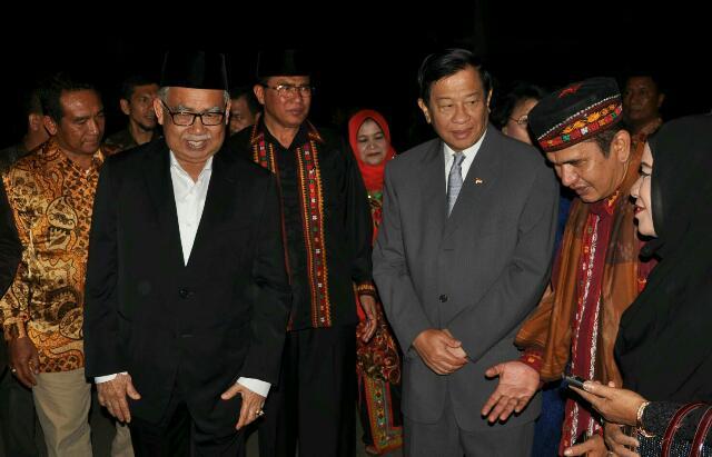 Jenderal Agum Gumelar bersama Dr. Zaini Abdullah, Nasaruddin dan Asisten 2 Setdakab Bener Meriah, Mukhlis