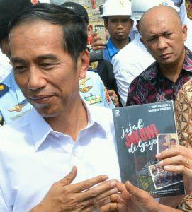 Buku Jejak Jokowi di Gayo yang ditulis Khalisuddin bersama Murizal Hamzah