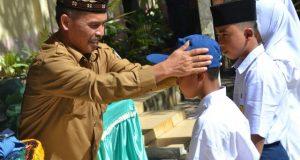 Guru SMPN 6 Belikan Seragam Murid, Sekdisdik Aceh Tengah; Ini Yang Pertama