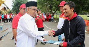 Haornas ke-33, Gubernur Aceh Serahkan Penghargaan Bagi Insan Olahraga