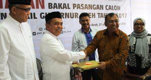 Pasangan Irwandi-Nova Calon Gubernur Pertama Mendaftar ke KIP Aceh