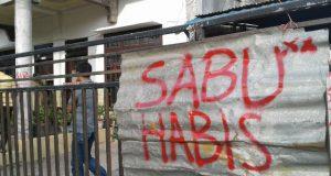 Usai Digrebek Polisi Karena Sabu-Sabu, Rumah di Reje Bukit Disegel Warga