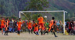 "Kalahkan Persibar 2-1, ""Kunci Bumi"" Juara Kempetisi Bola ""Bintang Cup"""