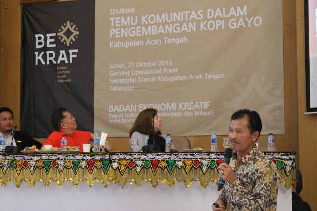 Perwakilan petani kopi Gayo, Khalid turut sebagai pemateri seminar bersama perwakilan AEKI dan pengamat harga kopi dunia, Judith