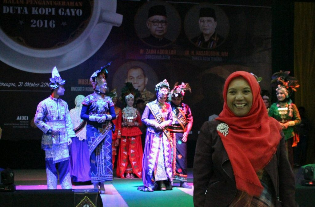 Rahmah, eksportir kopi Gayo antusias mengetahui Duta Kopi Gayo perwakilan PT. Ketiara, Syahru Lut Iman meraih juara 1