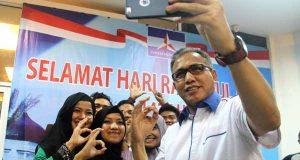 FOTO Keakraban Nova Iriansyah Dengan Mahasiswa Gayo di Banda Aceh