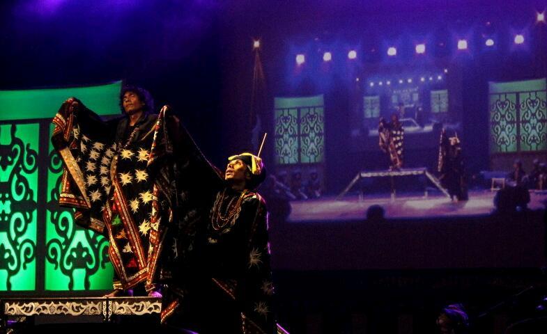Tari Sining Gayo dengan penari Onot Kemara dan Ahmad Dahlan