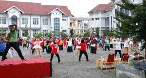 Diikuti Ratusan Peserta, Bener Meriah Datangkan Instruktur Senam Jantung Sehat dari Padang