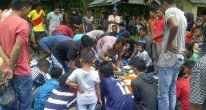 [Foto] Kenduri Maulid di Tengah Pengungsi Gempa Pidie Jaya