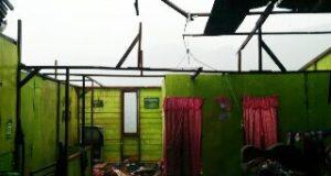 Puting Beliung Hempang 2 Rumah di Teritit, Jalan Takbir Lancar
