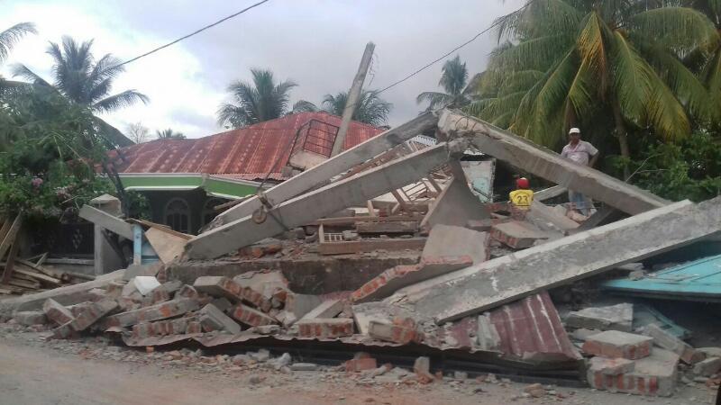 Bangunan ambruk di Peulandok Teungoh. (Foto : Muazzinah)