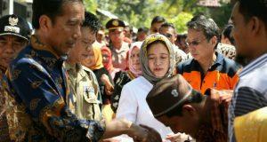 Jokowi dan Ibu Negara Disambut Antusias di Pengungsian Pidie Jaya