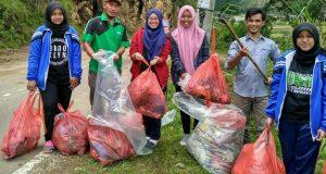Pungut Sampah di Lut Tawar, Siswa Bener Meriah; Karena Milik Bersama