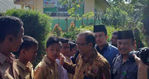 Lambaian Bendera Merah Putih Sambut Kakanwil Aceh di Pedalaman Tamiang