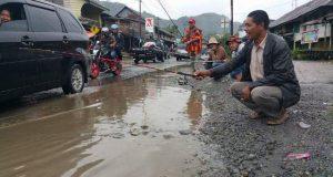 Memancing di Jalan, Bentuk Protes Warga Teritit Bener Meriah
