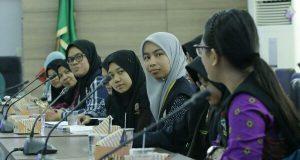 Mahasiswa Malaysia dan Unsyiah Bakti Sosial Antar Bangsa