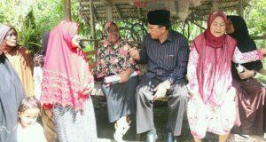 Warga Paya Crot Bireuen Do'akan Zaini-Nasaruddin Pimpin Aceh