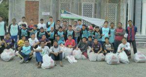 Santri TA SMA Plus Al 'Athiyah Baksos Peugleh Gampoeng