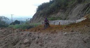 Longsor Tutup Jalan Atu Gogop Aceh Tengah