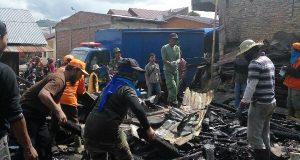 FORGAB Bantu Bersihkan Puing Kebakaran di Lot Kala Aceh Tengah