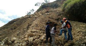 Agar Lebih Aman Dilintasi, BPBD Tarik Batu di Sisa Longsor Lut Tawar