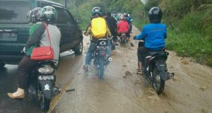 Hujan, Jalan Takengon-Bireuen Jadi Sungai