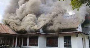 Mahasiswa Demo, Kampus UGL Terbakar
